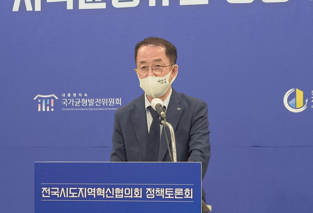 <사진1>14일 개최된 지역균형뉴딜 정책토론회에서 균형위 김사열 위원장이 개회사를 하고있다.
