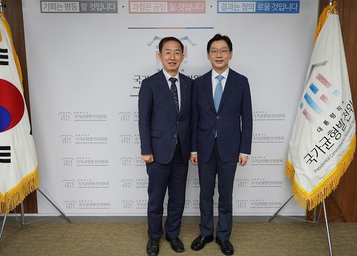 김사열 위원장, 김경수 경남지사 환담 사진